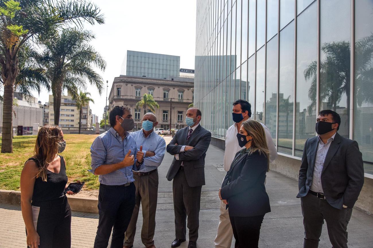 Directora Pecoy visitó edificios sustentables y de alta tecnología en el Centro de Montevideo